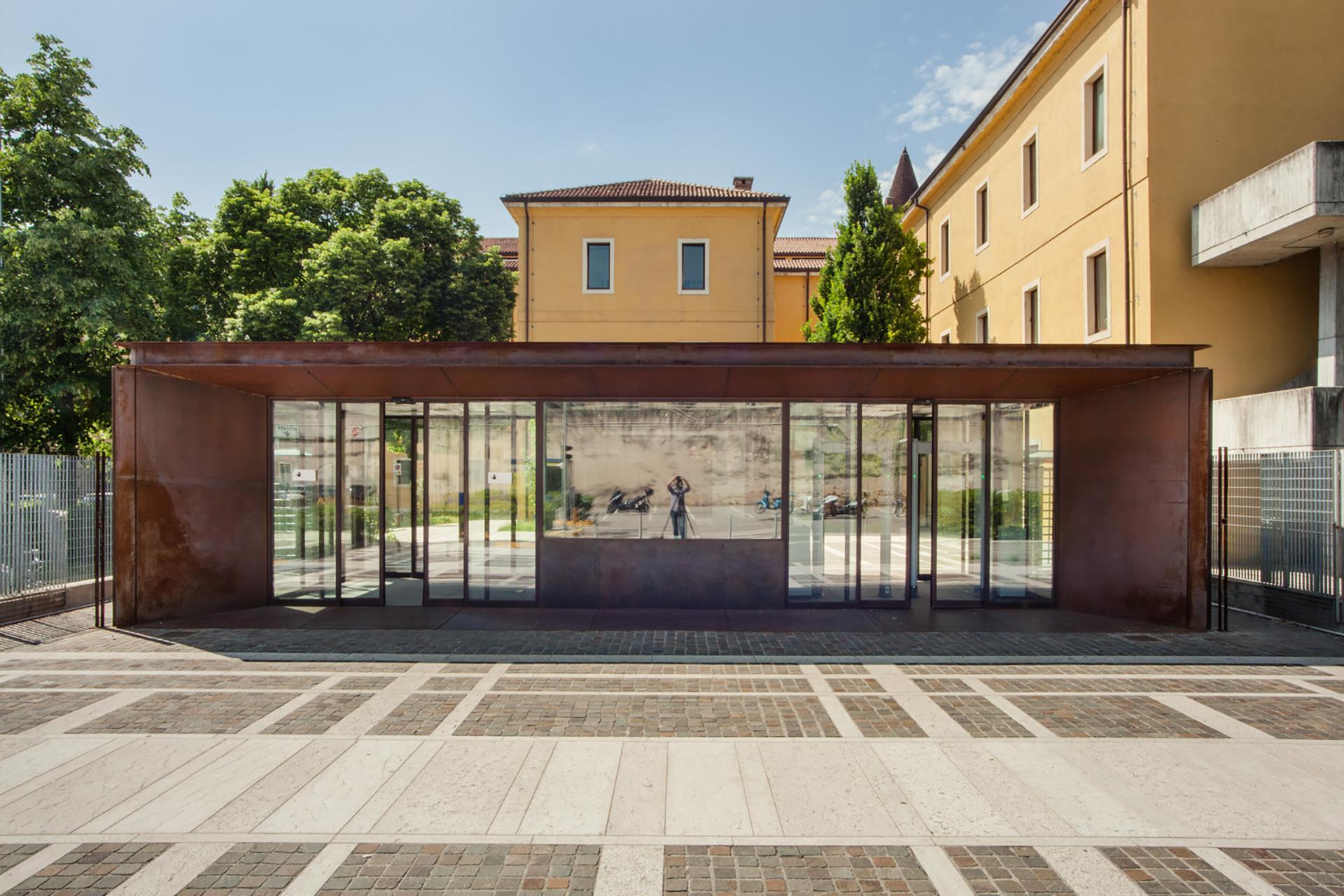 Ingresso Corten Palazzo di Giustizia