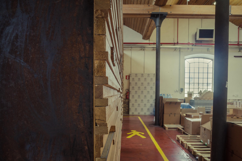rivestimento listelli mensa aziendale F&M legno e ferro