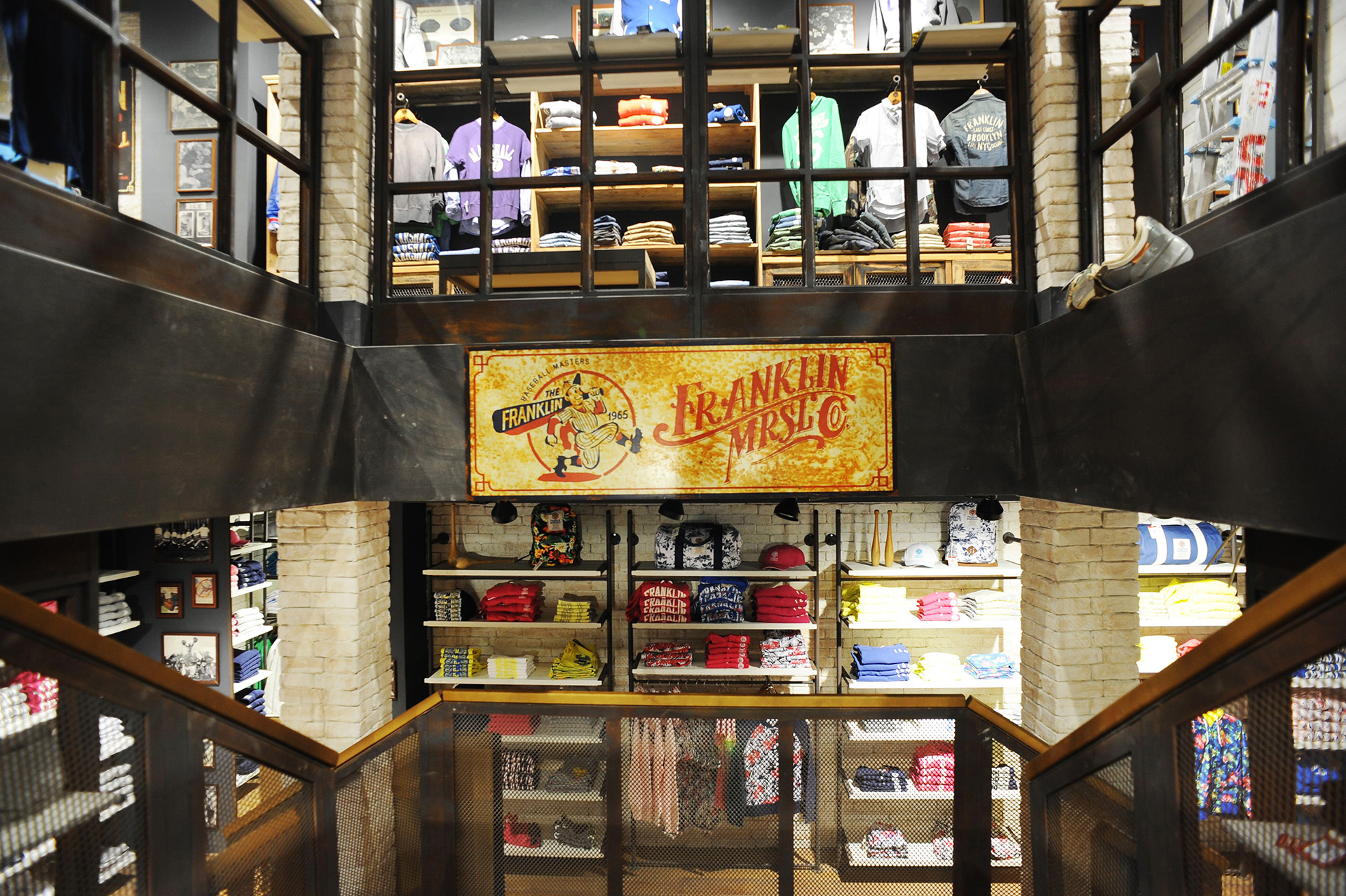 scala vintage ferro F&M store Londra