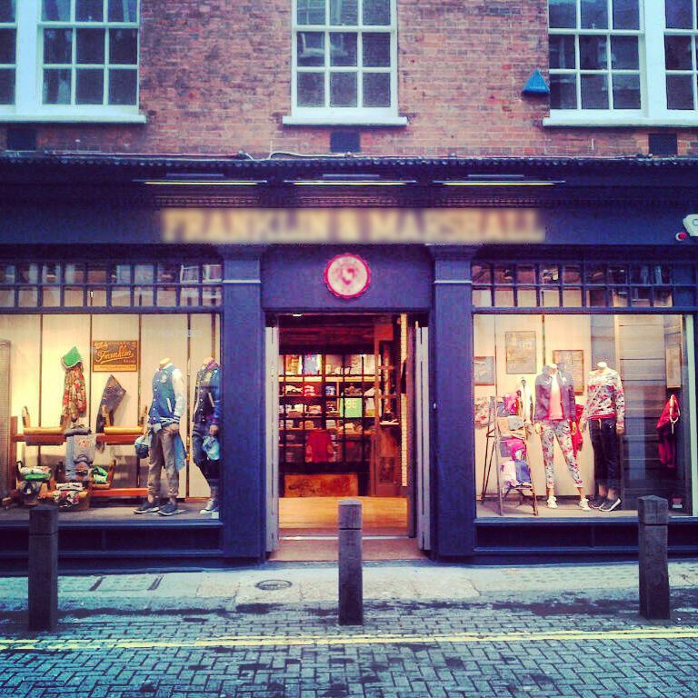 vetrina F&M store Londra