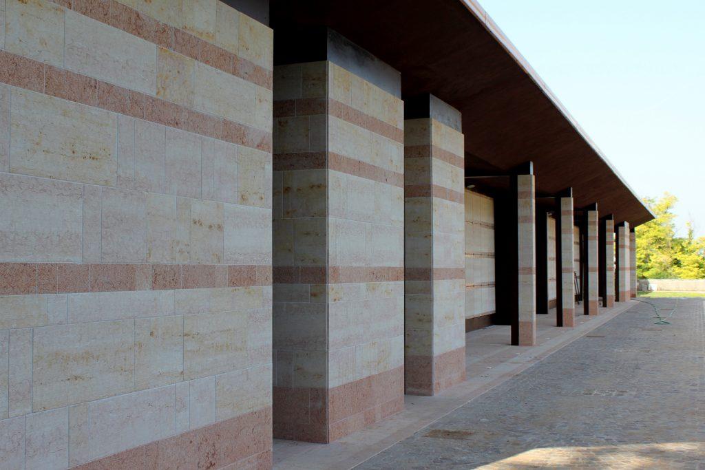pilastri corten pietra cimitero comunale
