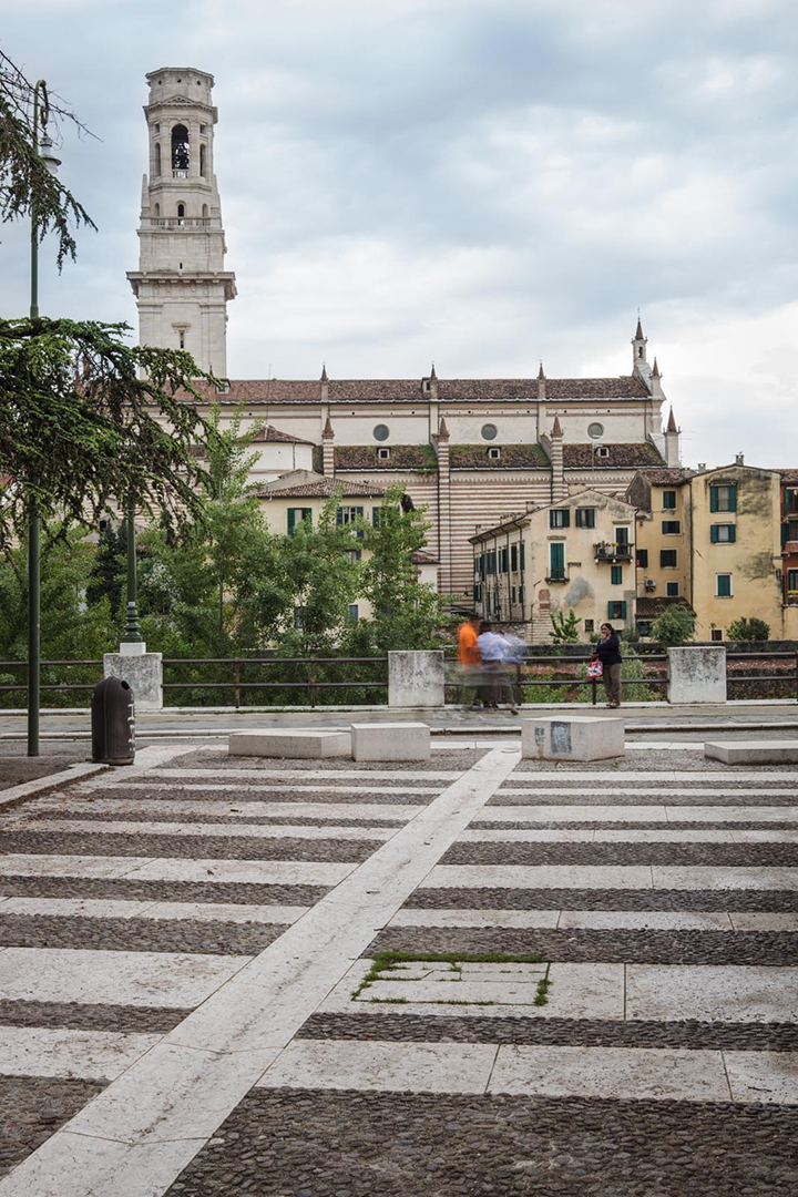sedute e pavimentazione piazzetta San Giorgio in Braida