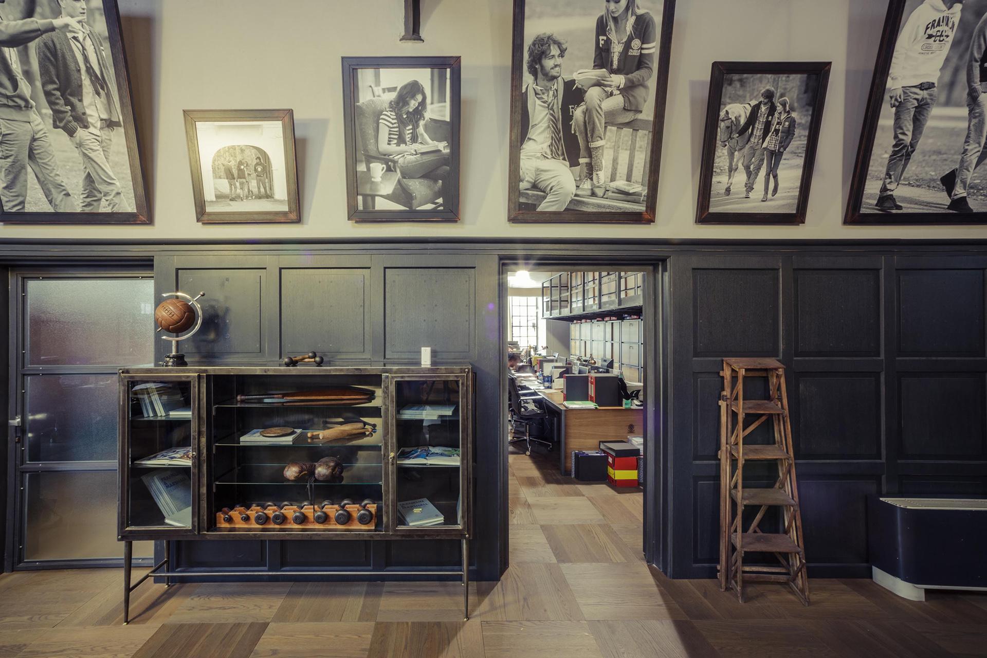 boiserie vintage F&M headquarter