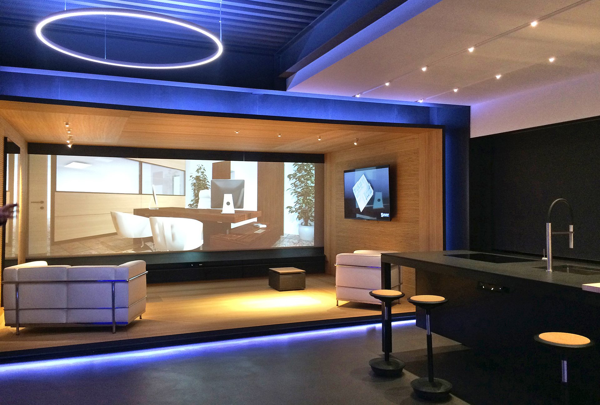 proiezioni legno multimedia showroom