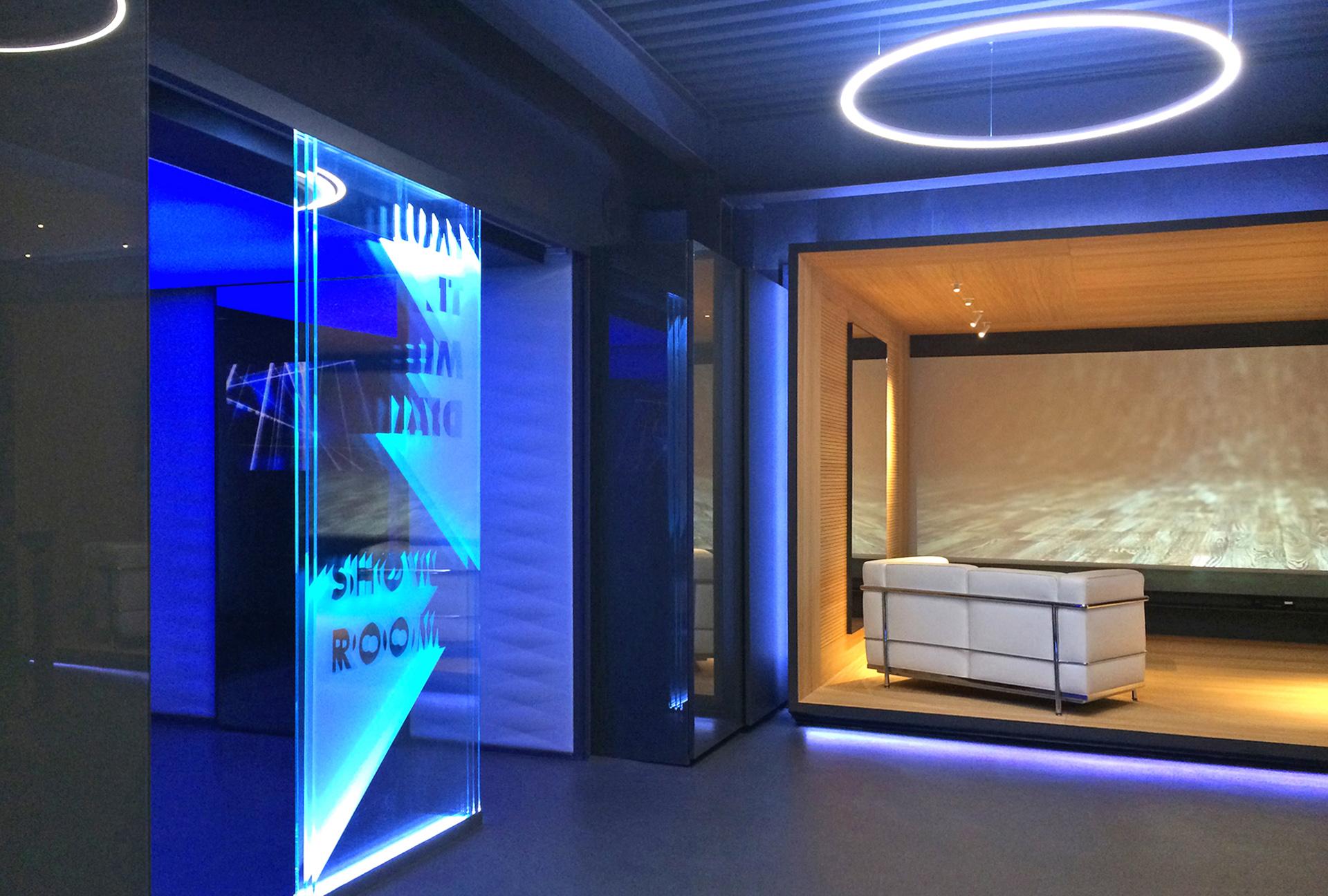 ingresso legno multimedia showroom
