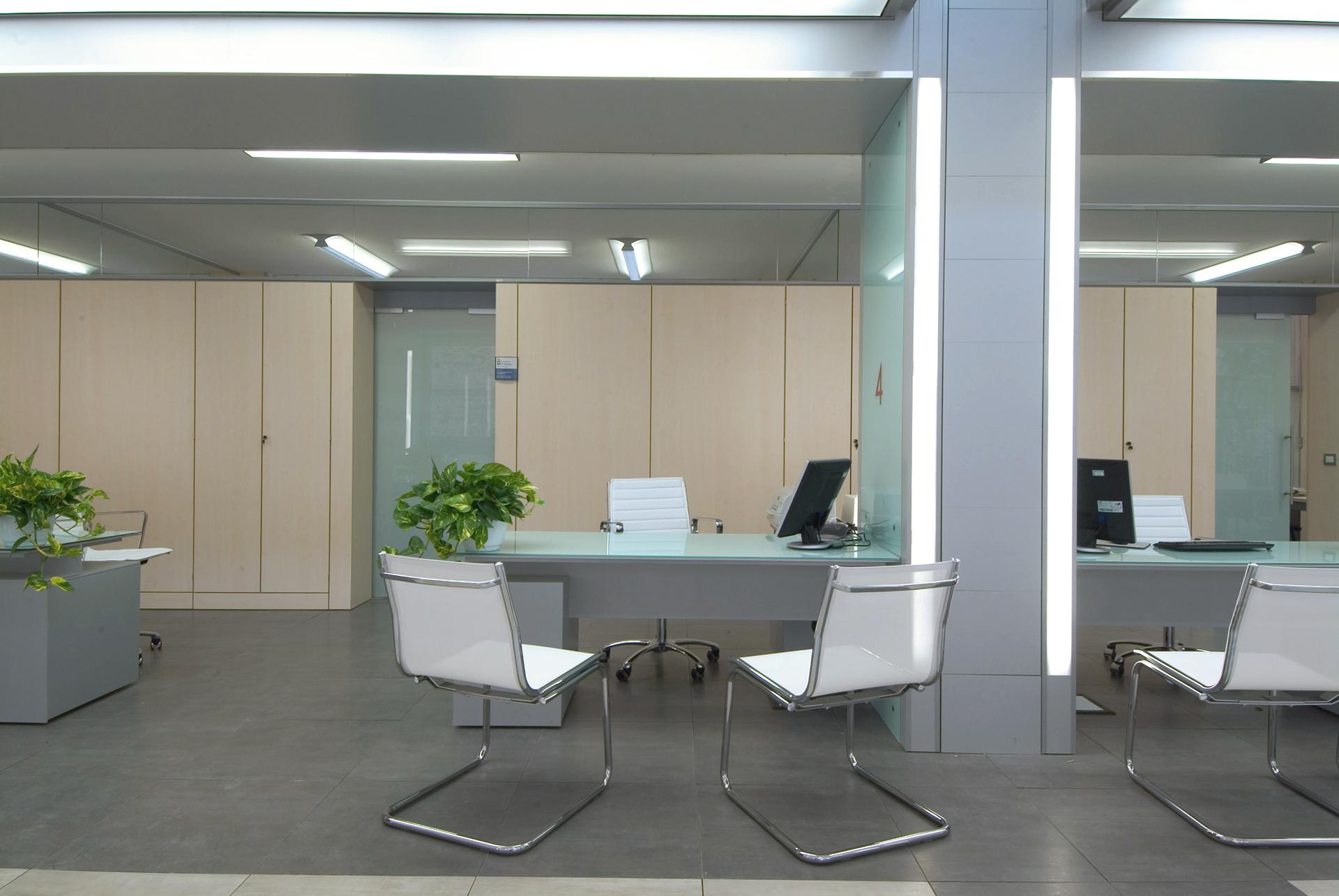 Arredo ufficio verona good mobile soggiorno con ante in for Mobili ufficio verona